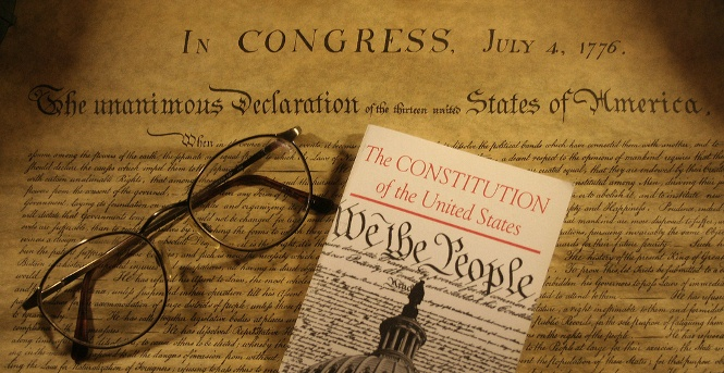 comparison united states constitution and declaration inde The declaration of independence and the united states constitution do not therefore represent competing views of the existence of a supreme being or its role in american political life they are two sides of the same coin.