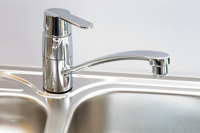 A kitchen sink and faucet