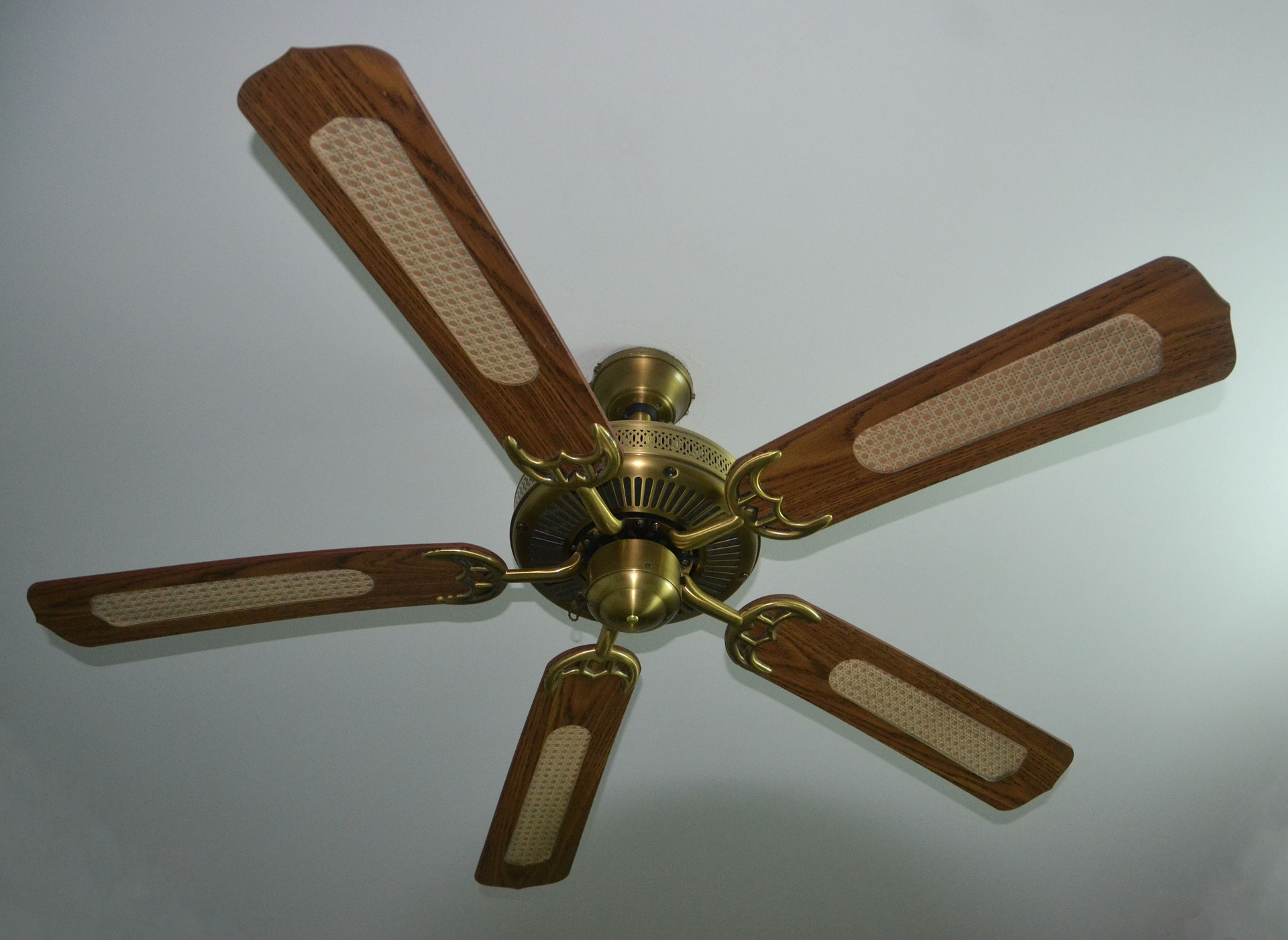 How to stay cool without central air conditioning correct ceiling fan direction mozeypictures Gallery