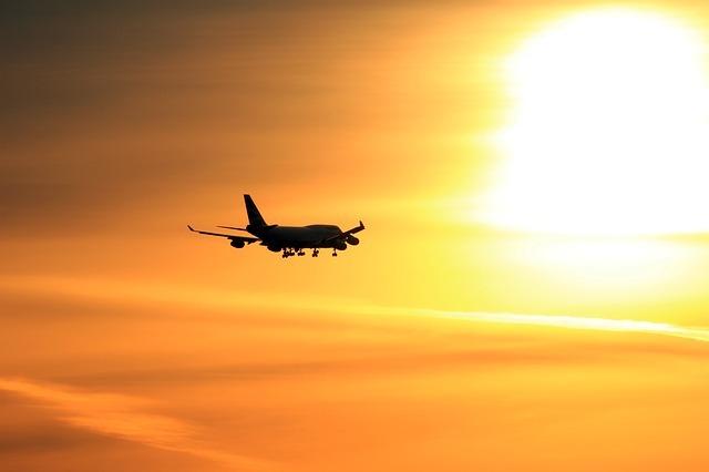 https://pixabay.com/en/plane-sunset-airplane-travel-1000996/