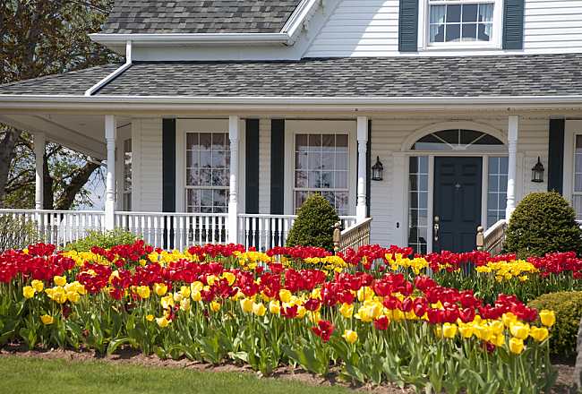 How to Prepare for Selling Your House in the Spring